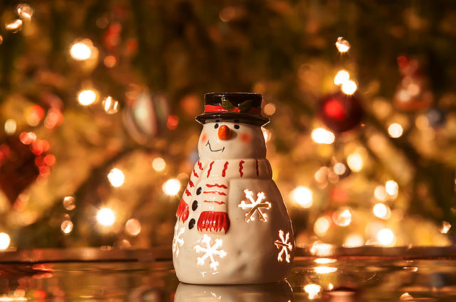 640px-christmas_candle_snowman_with_lights